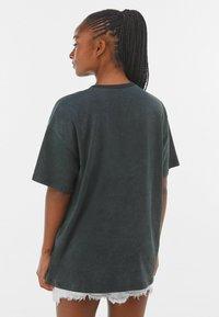 Bershka - MIT PRINT  - Print T-shirt - dark grey - 2