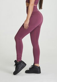 carpatree - SEAMLESS LEGGINGS MODEL ONE - Trikoot - burgundy - 3