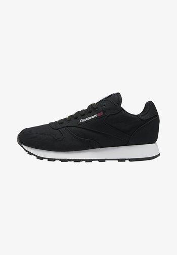 CL LTHR GROW UNISEX - Sneakers basse - core black/core black/chalk