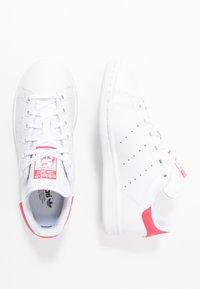 adidas Originals - STAN SMITH - Zapatillas - footwear white/real pink - 0