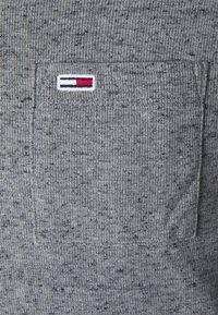 Tommy Jeans - POCKET TEE - Bluzka z długim rękawem - dark grey heather - 6