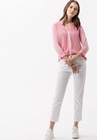 BRAX - STYLE CARO  - Slim fit jeans - white - 1