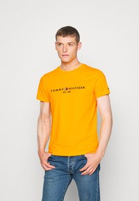 Tommy Hilfiger - LOGO TEE - T-shirt z nadrukiem - yellow - 0