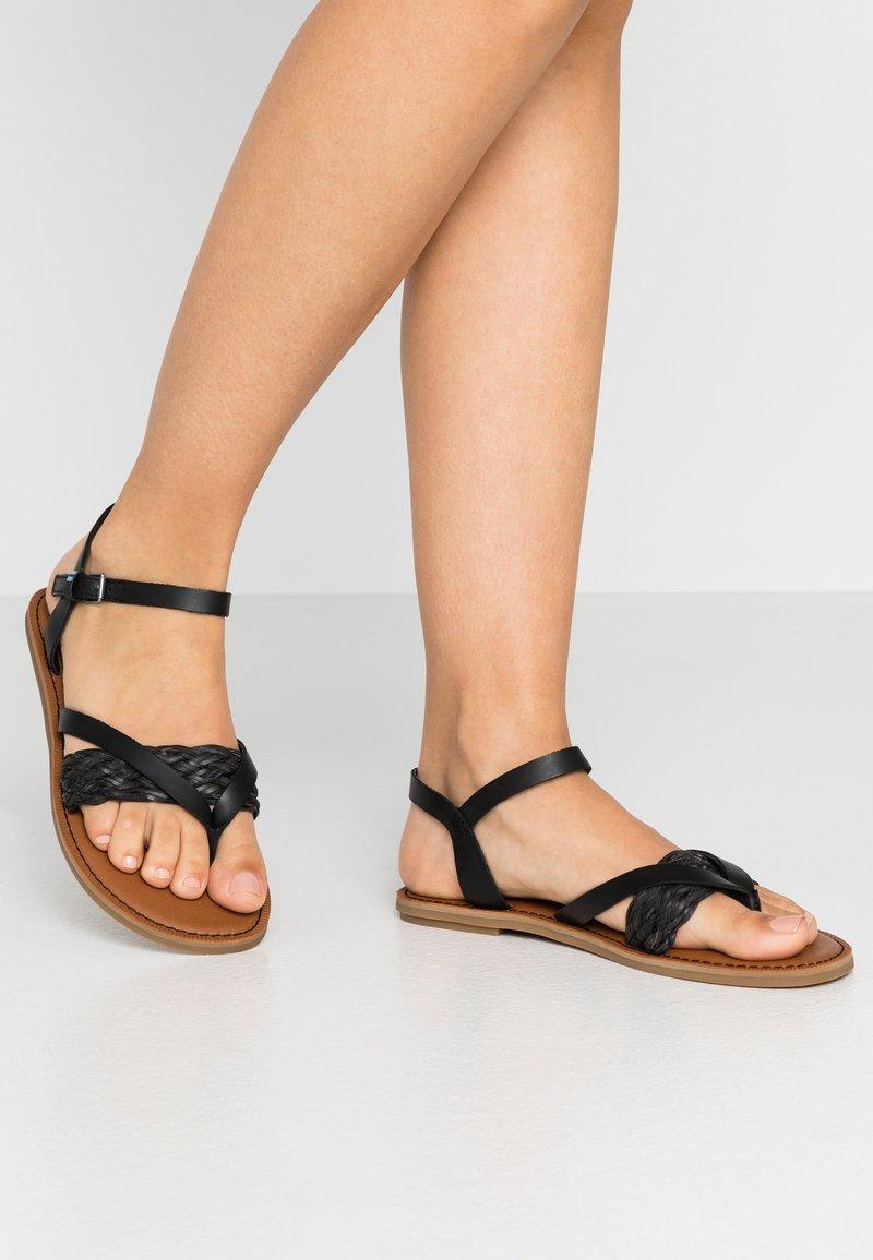 TOMS - LEXIE - Sandály s odděleným palcem - black