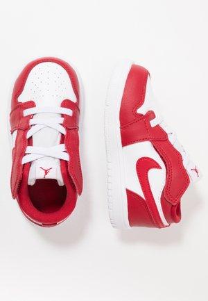 1 LOW ALT - Scarpe da basket - gym red/white