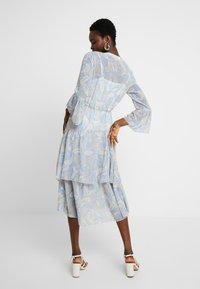 We are Kindred - AMALFI DRESS - Denní šaty - cornflower paisley - 2