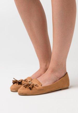 MARLO - Slippers - tan