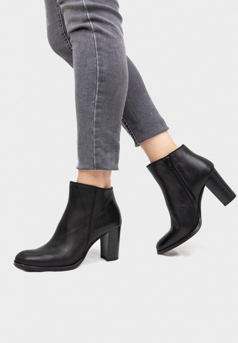 Eva Lopez - High heeled ankle boots - black