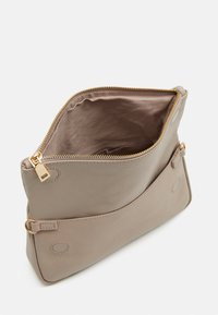 Zign - LEATHER - Across body bag - taupe - 2