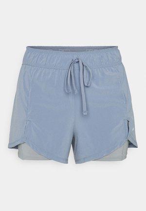 kurze Sporthose - ashen slate/particle grey/white