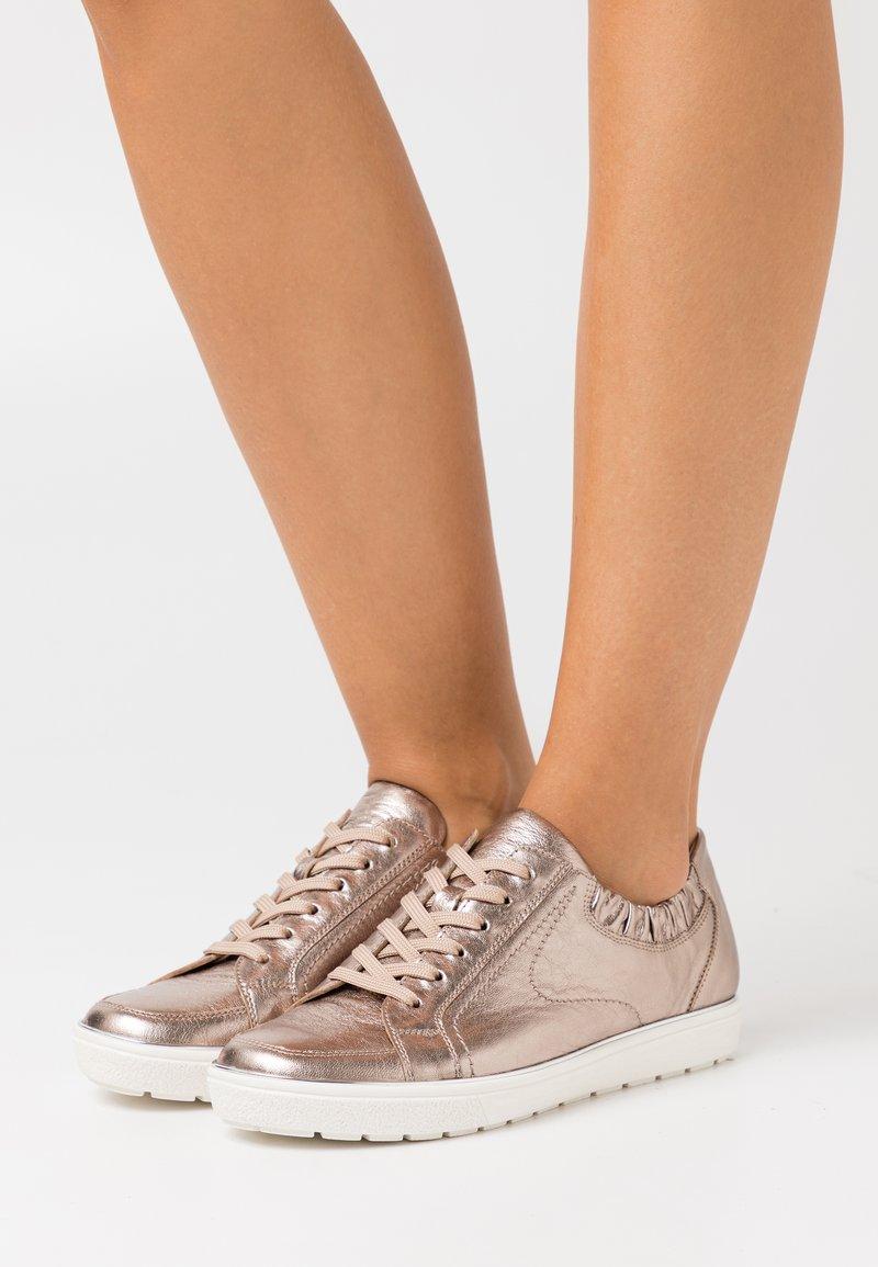 Caprice - Sneakers laag - taupe metallic