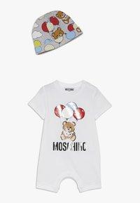 MOSCHINO - ROMPER HAT GIFT SET - Beanie - optical white - 0