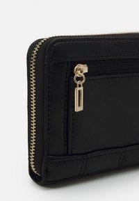 Guess - KAMINA LARGE ZIP AROUND - Wallet - black - 3