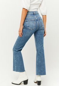 TALLY WEiJL - Flared Jeans - blu017 - 2