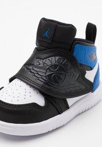 Jordan - SKY 1 UNISEX - Basketball shoes - white/sport blue/black - 5