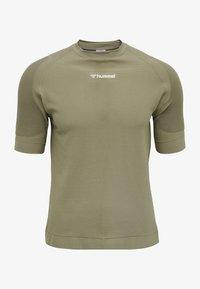 Hummel - HMLCUBE - Print T-shirt - vetiver - 0