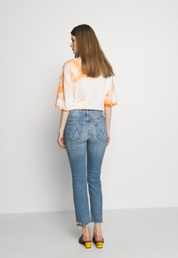 Mother - THE MID RISE BUTTON FLY DAZZLER ANKLE FRAY  - Straight leg jeans - blue - 2