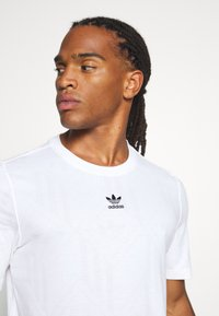adidas Originals - MONO TEE  - Print T-shirt - white - 4