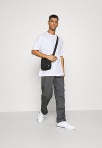 Only & Sons - ONSANDREW LIFE TEE - T-shirt med print - bright white - 1