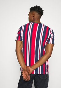 Kings Will Dream - NESTON STRIPE TEE - Print T-shirt - navy/red/white - 2