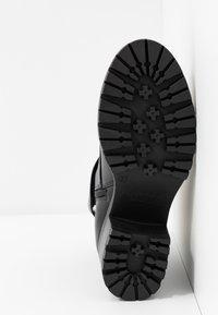 Versace Jeans Couture - Kotníková obuv - black - 6