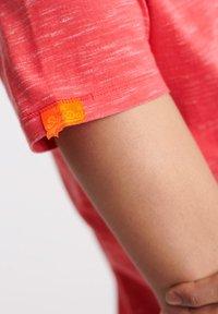 Superdry - VINTAGE CREW - T-shirt basic - maldive pink space dye - 3