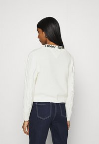 Tommy Jeans - BRANDED NECK CARDIGAN - Cardigan - snow white - 2