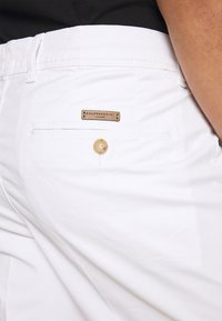 Baldessarini - JOERG - Shorts - white - 5