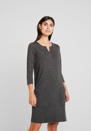 Žerzejové šaty - stone melange