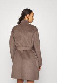 Filippa K - EDINA JACKET - Krátký kabát - dark taupe - 2