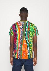 Carlo Colucci - SET - Print T-shirt - white - 3