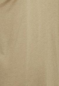 CLOSED - WOMENS - Basic T-shirt - green umber - 2