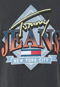 Tommy Jeans - DIAMOND BACK LOGO TEE UNISEX - Printtipaita - black - 2