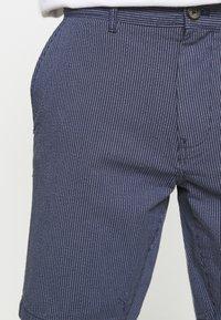 Burton Menswear London - SMART FINE STRIPE - Shorts - navy - 4