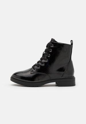 WIDE FIT DIGGER LACE UP - Šněrovací kotníkové boty - black