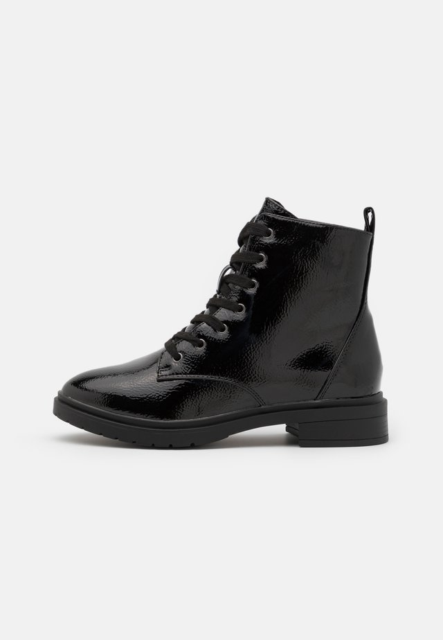 WIDE FIT DIGGER LACE UP - Snørestøvletter - black