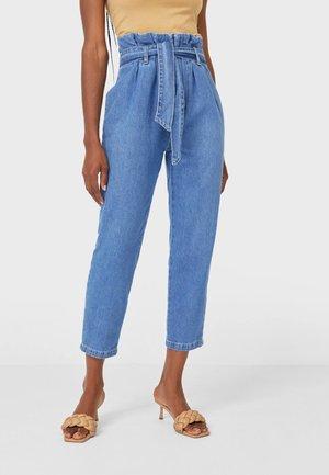 MIT GÜRTEL - Jeans a sigaretta - light blue