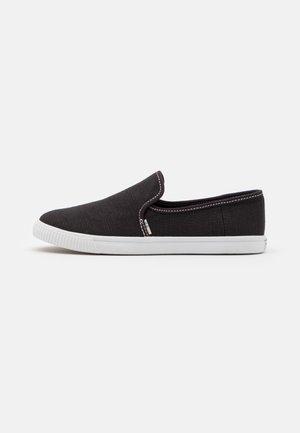 CLEMENTE VEGAN - Nazouvací boty - black