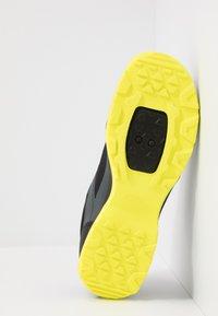 Giro - GAUGE - Cycling shoes - dark shadow/citron - 4