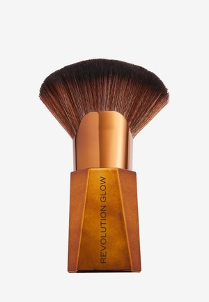 REVOLUTION GLOW SPLENDOUR FAN HIGHLIGHTING BRUSH - Makeup brush - -