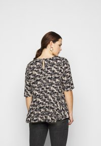 ONLY Carmakoma - CARGRAP - Blouse - cement - 2