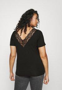Vero Moda Curve - VMAVA V-NECK - Print T-shirt - black - 2