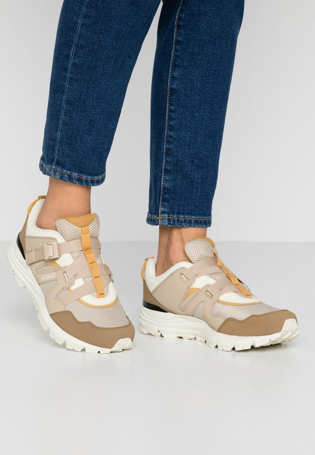 EVOTEN  - Zapatillas - beige/white