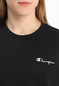 Champion Reverse Weave - CLASSIC APPLIQUE TEE - Basic T-shirt - black - 4