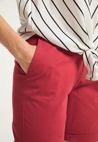 DreiMaster - Shorts - rot - 3