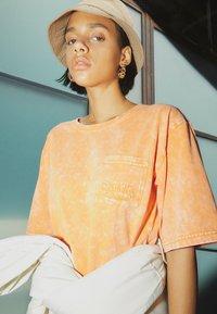 Von Dutch - KENDALL - Jersey dress - orange - 2