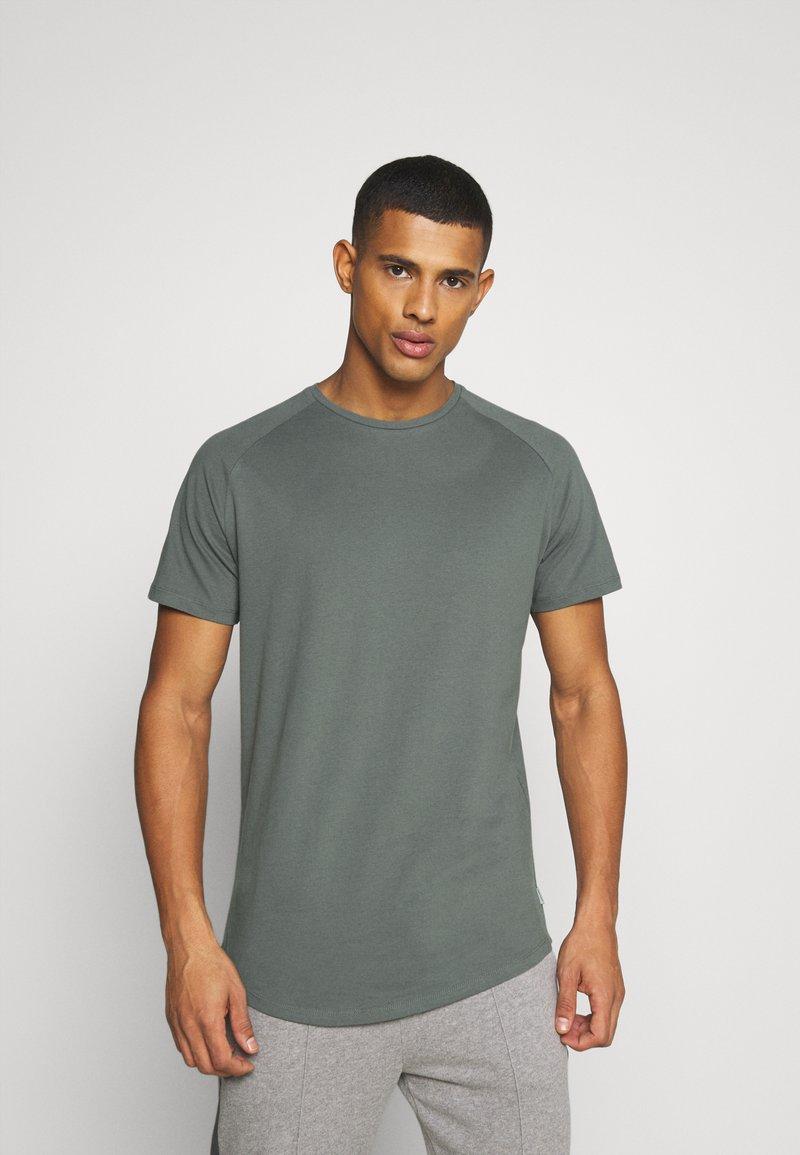 Jack & Jones - JJECURVED TEE O NECK - T-shirt - bas - sedona sage