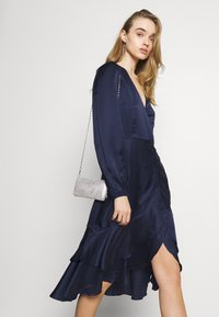 Nly by Nelly - EYES ON ME RUCHED DRESS - Cocktail dress / Party dress - navy - 4