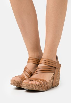 VEGAN HELM - Sandály na platformě - nude