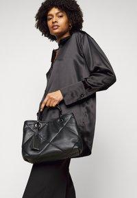 Emporio Armani - MYEABORSA SET - Handbag - nero - 0
